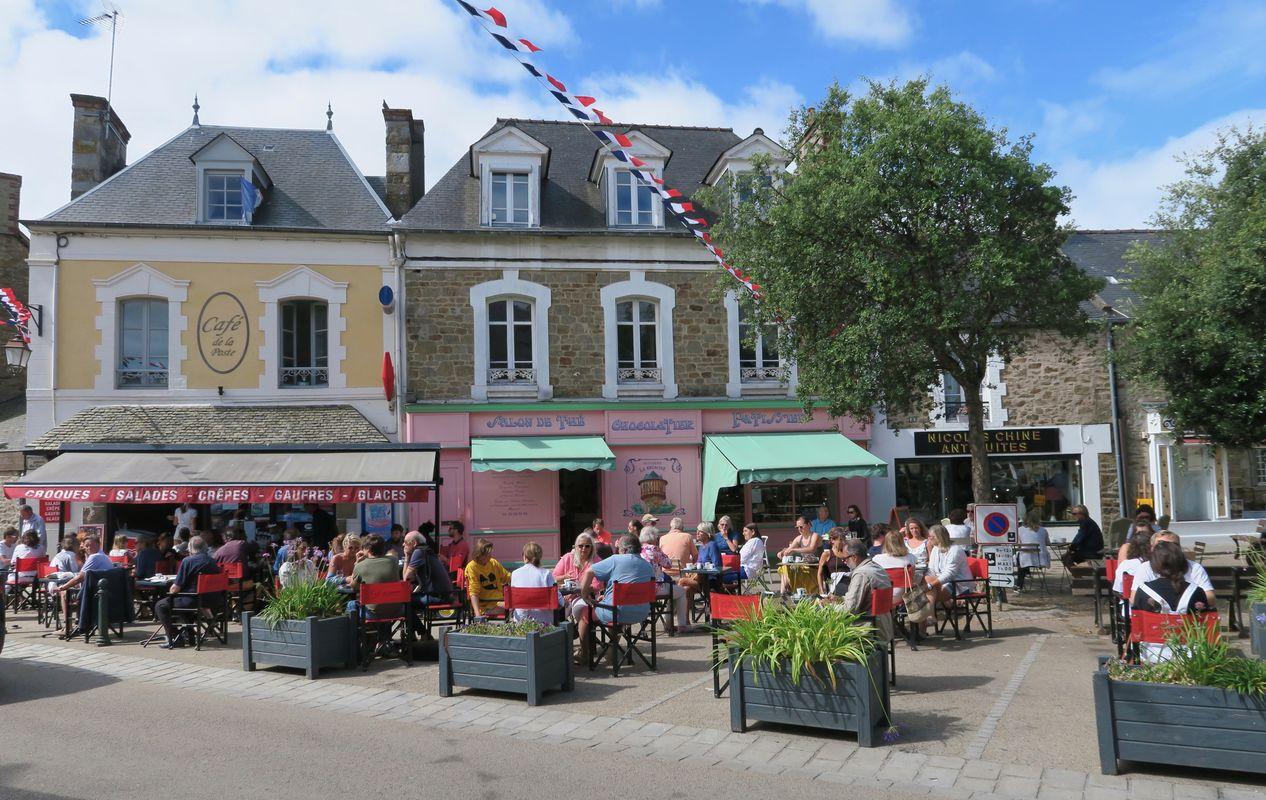 Place du bourg de Saint-Briac