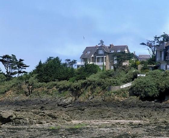 Photo n° 1 état de la maison du temps de la précédente propriétaire, antérieurement aux travaux entrepris par la SCI La Batterie en 2011