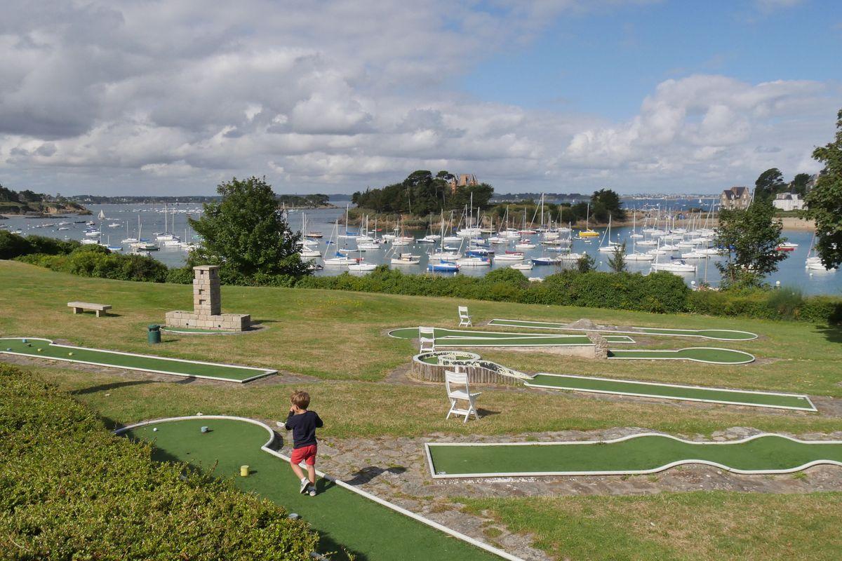 Vue sur le golfe miniature, sur le Béchet et sur le Nessay